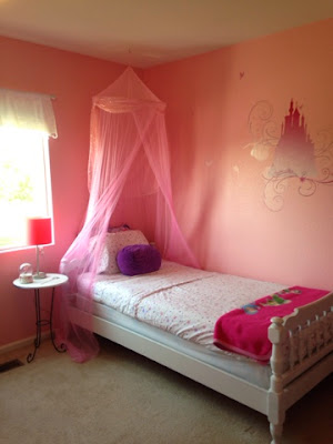 Little girl's pink ballet and princess bedroom www.thebrighterwriter.blogspot.com
