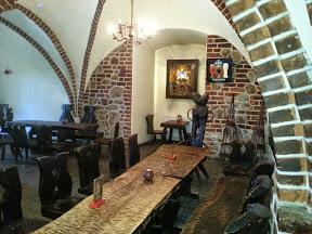 Łagów zamek Joannitów  - kawiarnia z gotyckim sklepieniem krzyżowym