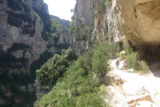 Le sentier Martel juste avant les échelles de la brèche Imbert