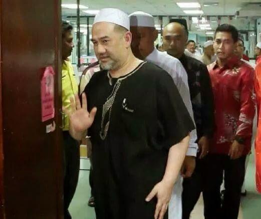 Sultan Kelantan Melawat TG Nik Aziz