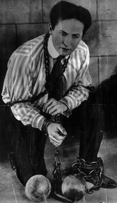 Гарри Гудини — освобождение из оков