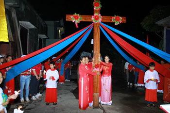 Giáo xứ Lãng Vân - Diễn nguyện suy tôn Thánh Giá