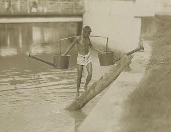 Water vendor, Batavia, 1905