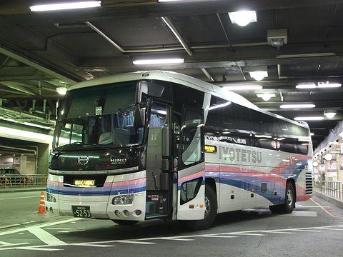 伊予鉄道「オレンジライナーえひめ号」 5253 大阪梅田(阪急三番街)改札中