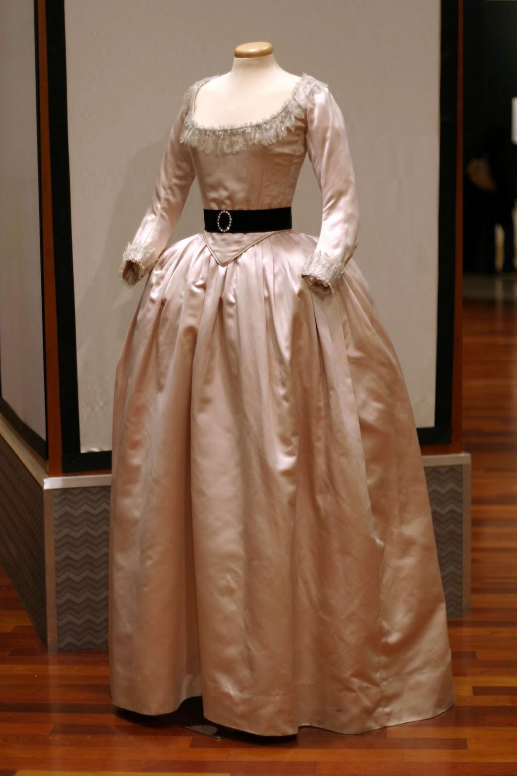 Robes du XVIIIe siècle Yve1