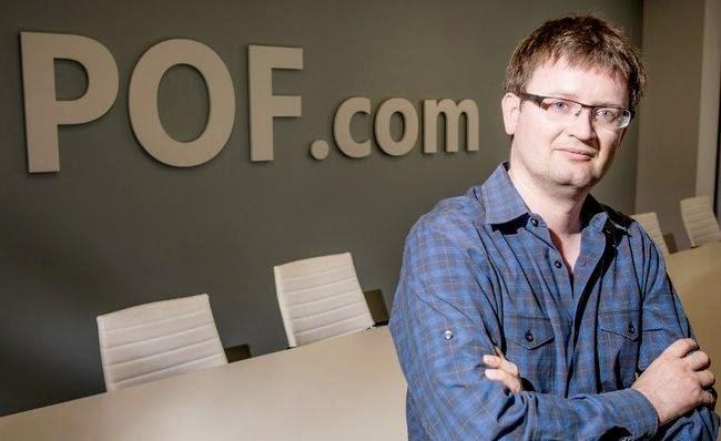 Cómo un nerd gana $100 millones de dólares al año con un Negocio en Internet