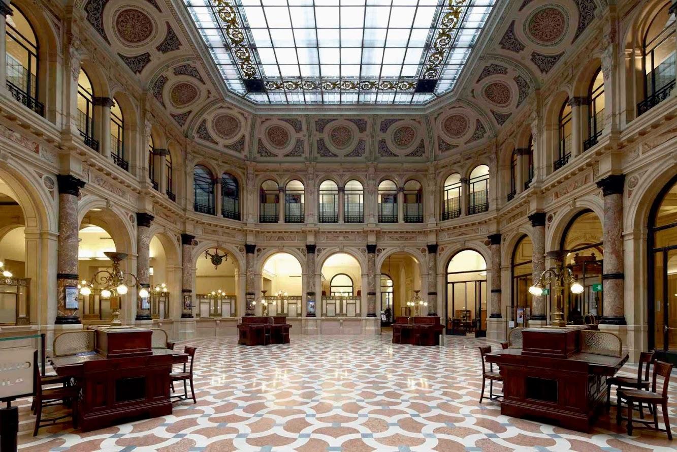 Milano, Italia: Gallerie D'Italia by Michele De Lucchi