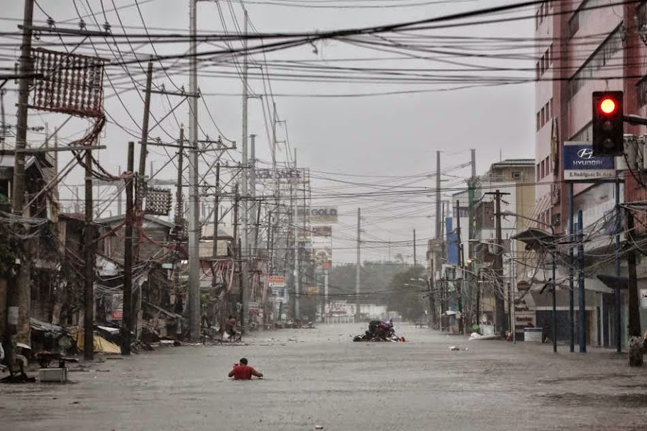 Mario Causes Flooding in Metro Manila with Pictures 19-09-2014-18