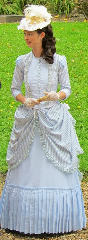 historical costume, costume historique, day dress, tournure de jour