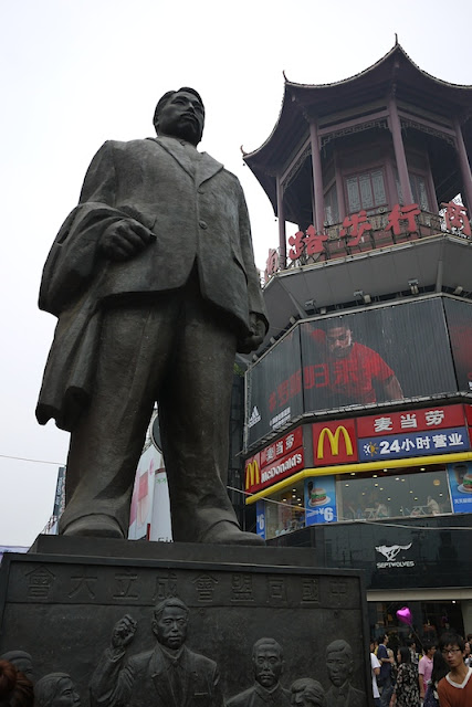 statue of Huang Xing (黄兴) at the Huang Xing Road Commercial Pedestrian Street in Changsha