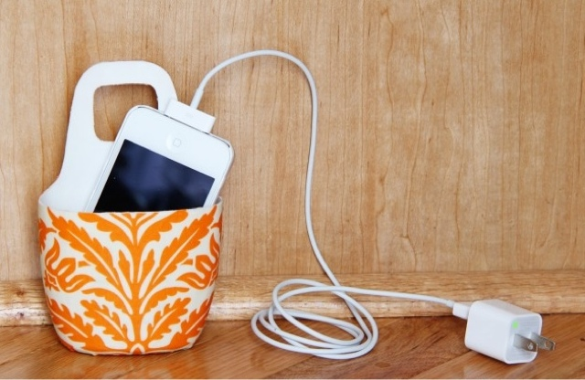 Holder for Charging iPhone DIY