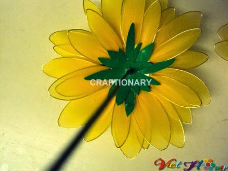 Làm hoa hướng dương bằng vải voan - bước ghép cuống hoa