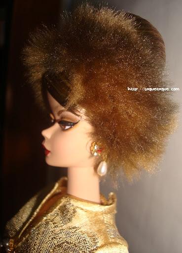 Barbie Silkstone Je ne sais quoi: foto lateral de la cara, en la que se ven los pendientes