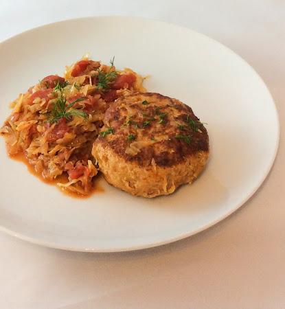 Kotlet mielony indyk kapusta pomidory krojone bekon kotlety mielone z indyka