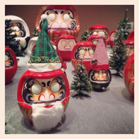 クリスマス仕様のだるまたち