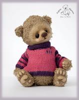 Медвежонок в ежевично-малиновой кофточке