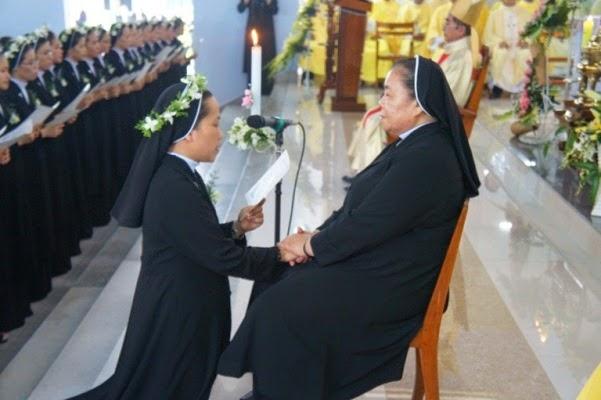 Dòng Mến Thánh Giá Nha Trang: 25 Nữ Tu Khấn Trọn Đời