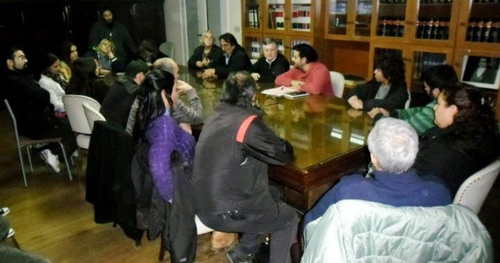 Concejal Horacio Castelli (FPV), recibiendo a integrantes de la Multisectorial quienes plantearon la solicitud de la Banca Abierta para la próxima sesión del HCD