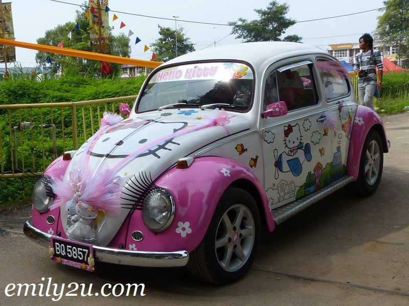 Hello Kitty VW Beetle