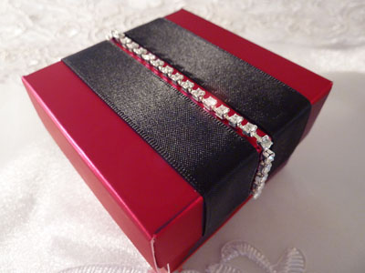 Invitación en caja color rojo