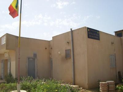het gemeentehuis in N'Gaparou. La mairie de N'Gaparou