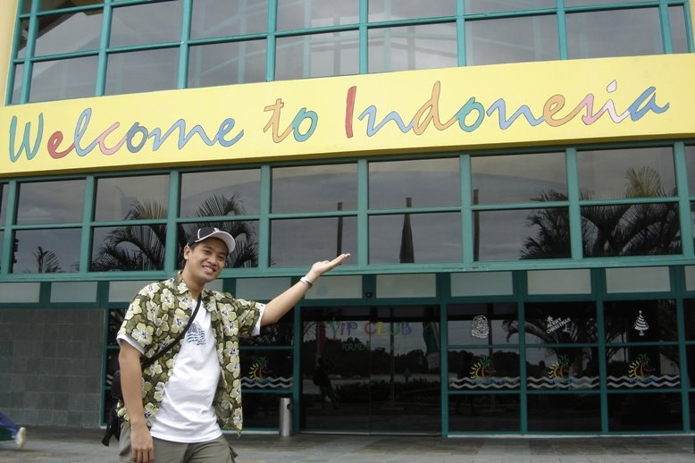 PauTravels by the Welcome to Indonesia banner at the Bintan island Seaport