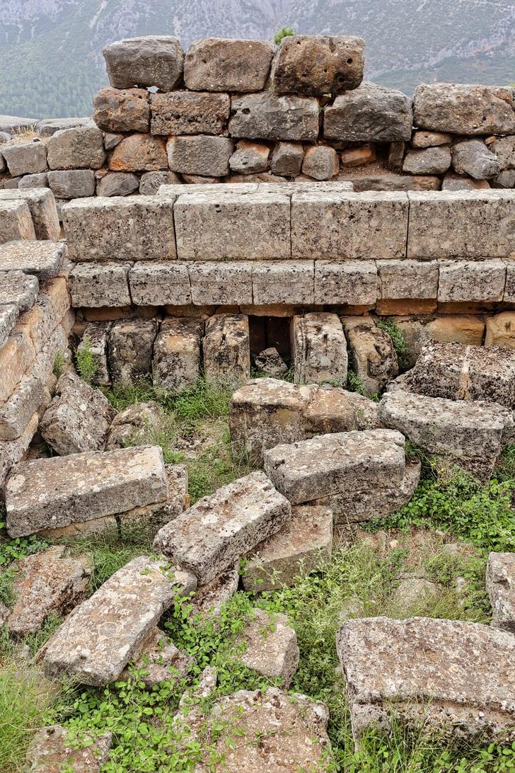 Delphi Greek.
