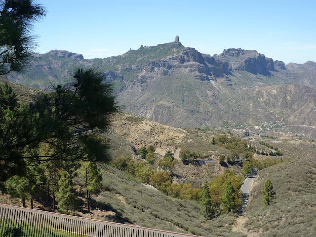 Blick auf den Roque Nublo vom Cruz de Tejeda aus