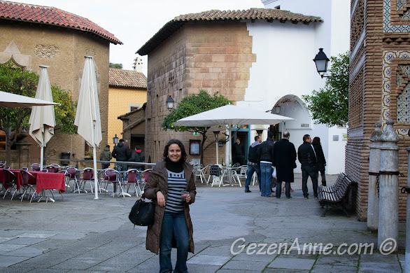 Poble Espanyol sokakları ve şirin cafeleri