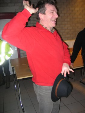 Jos wil al eens iets anders uitproberen dan de klassieke tango. You can leave your hat on!