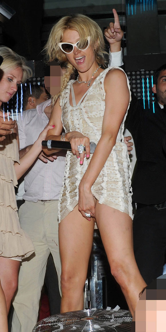 Paris Hilton Upskirt Is Classy:gossip,girls games,pretty girls,tits,ass,upskirt0