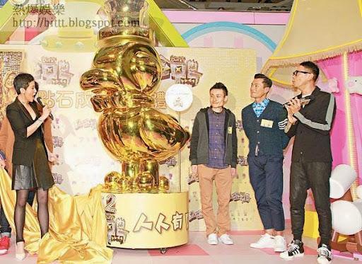 君如與眾人為2.5米高的金鴨Figure揭幕。