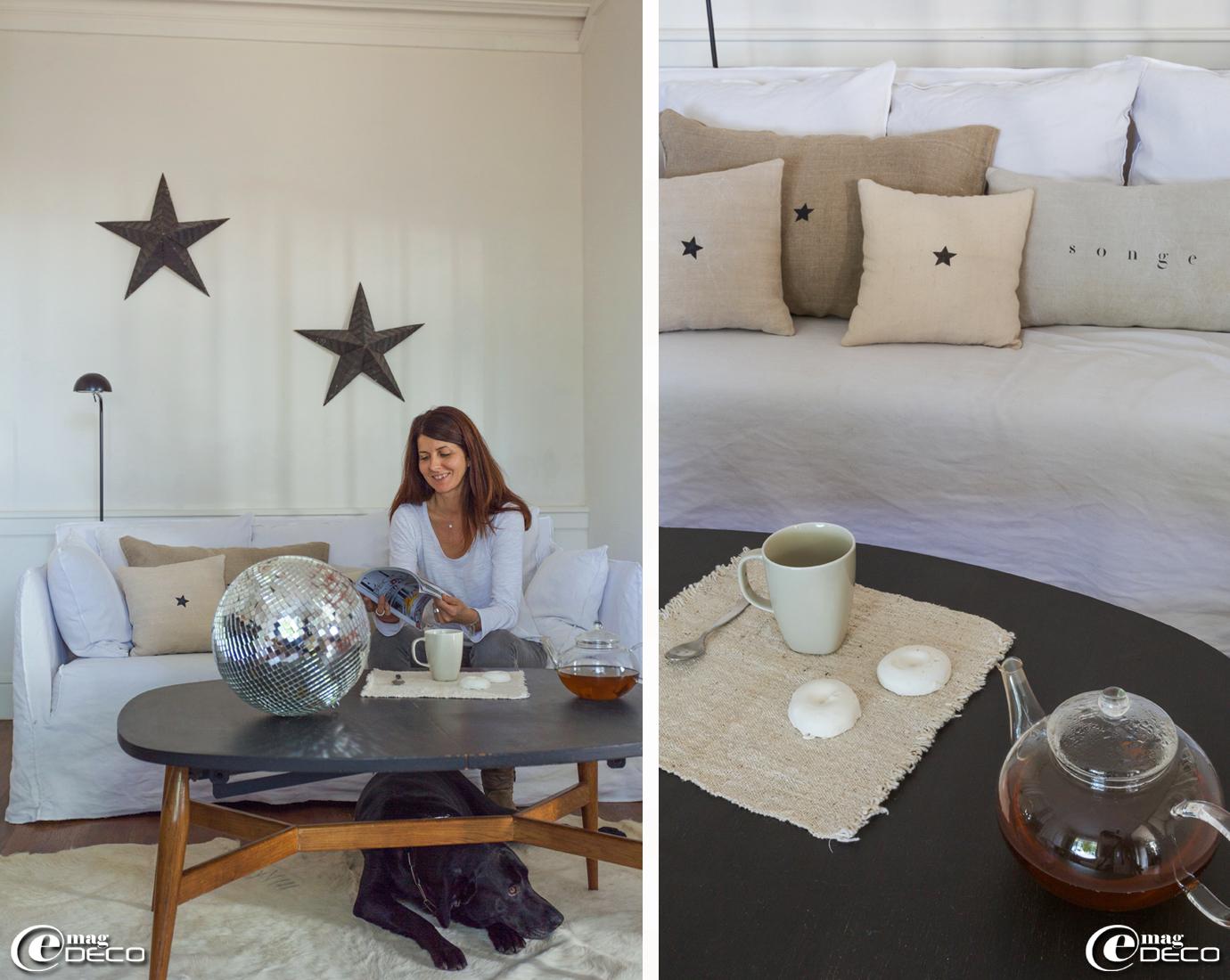 Canapé Ghost dessiné par Paola Navone pour Gervasoni, boutique de décoration 'Maison Hand' à Lyon. Étoiles Amish, stand de Florence Bouvier aux Puces du Canal à Villeurbanne. Lampadaire noir Ikea