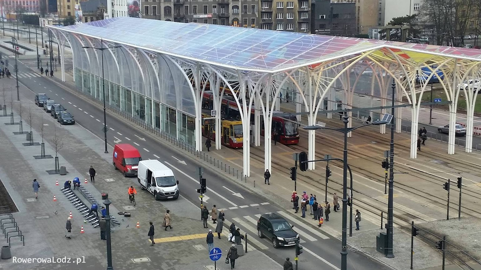 Pierwsza stacja stanęła pomiędzy Centralem a dworcem tramwajowym