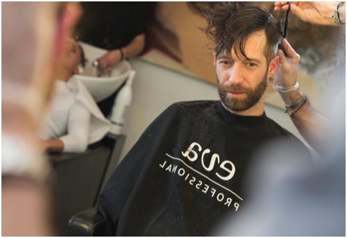 Cortando el pelo al Novio