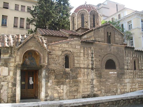 Iglesia bizantina de Capnikarea en la calle Ermú del barrio de Monastiraki