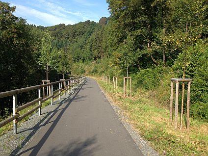 Abfahrt auf dem Bahn-Radweg zwischen Winterberg und Hallenberg