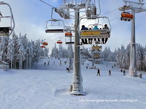 na zdjeciu Zieleniec na narty skrzyżowanie wyciagów