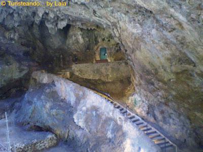 Entrada Cueva Castillo Puente Viesgo, Cantabria