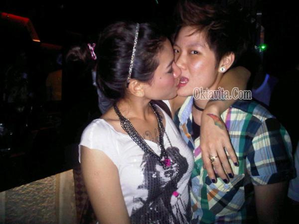 Foto Ciuman Nikita Mirzani Lesbian