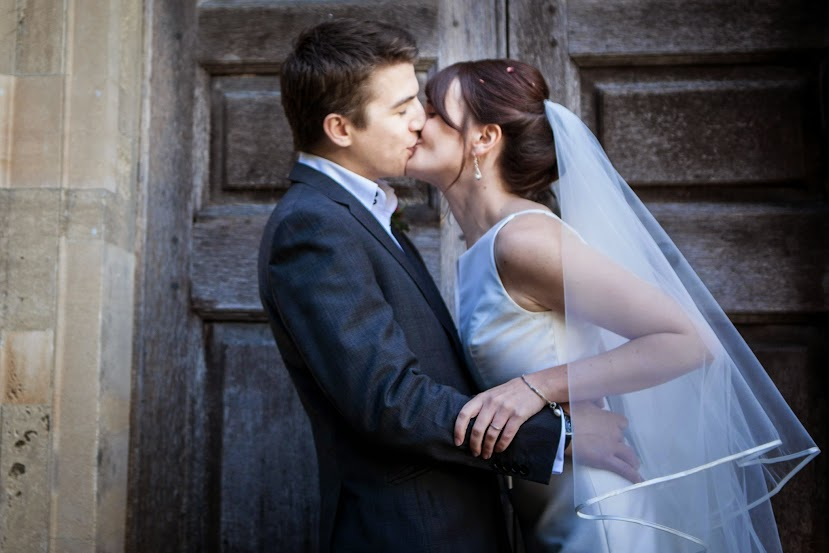 couple-kissing-by-church