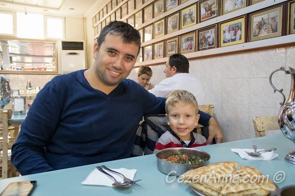 Gaziantep Kebapçı Halil Usta'da yemek yerken