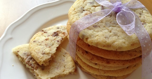 olles himmelsglitzerdings cookies mit kinderschokolade. Black Bedroom Furniture Sets. Home Design Ideas