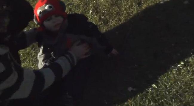 Budak hampir dibawa terbang oleh helang Golden Eagle