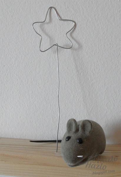 Varita mágica con estrella hecha de alambre.