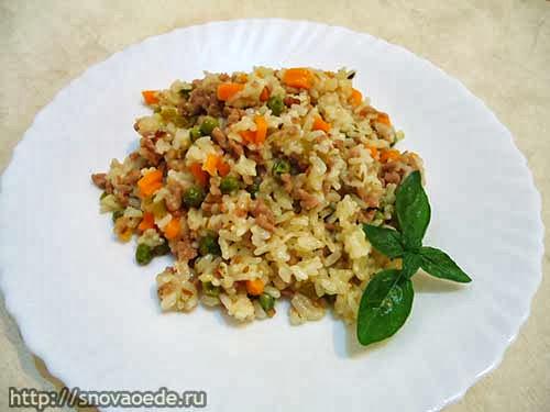 рис с фаршем и овощами в мультиварке