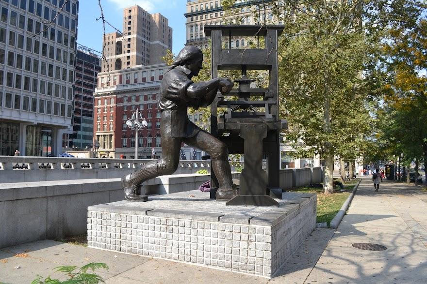 Бенджамин Франклин с печатным станком. Филадельфия, Пенсильвания