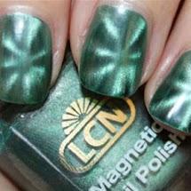 Esmalte magnético verde com desenho de estrela