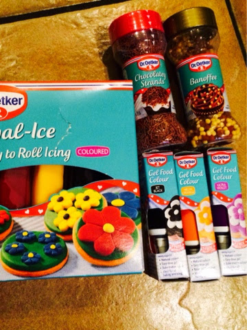 Dr Oetker gel food colour, sprinkles and ready roll icing for halloween cakes