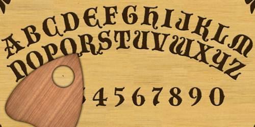 Ouija o Guija en español, es una supuesta tabla de adivinación cuyo origen se remonta a los egipcios.